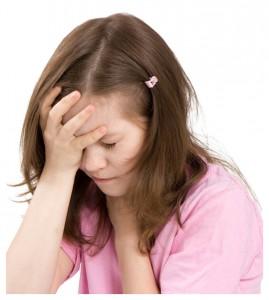 maux de tête d'une enfant